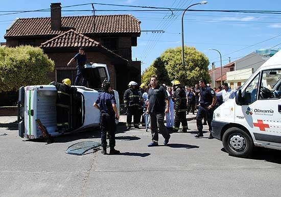 Volcó camioneta de Protección Ciudadana tras violento choque