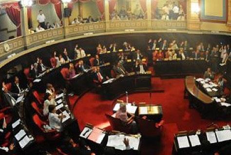 Con incidentes, aprueban suba  en Inmobiliario y el Presupuesto