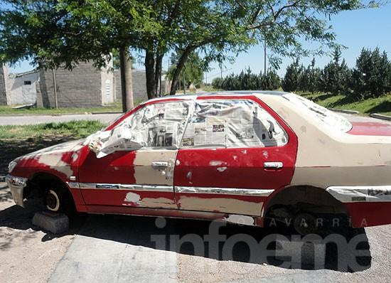 Le robaron las cuatro ruedas del auto que pintaba para un cliente