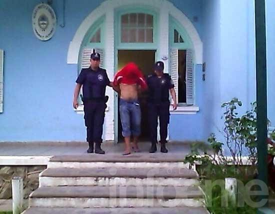 Detienen a un joven por balear a otro en la puerta de su casa