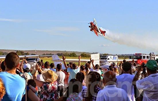 El festival Aéreo convocó a miles de olavarrienses