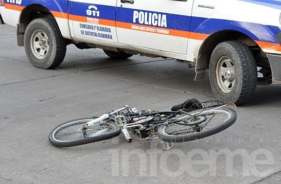 Continúa en grave estado el ciclista atropellado