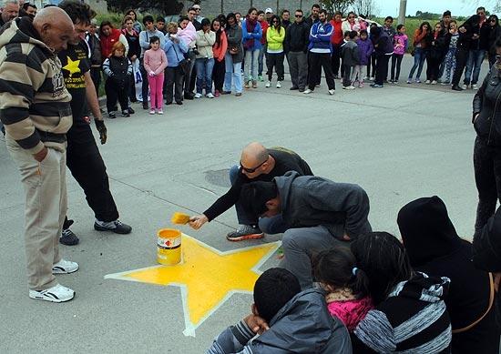 Pintan estrella amarilla por un joven fallecido hace días