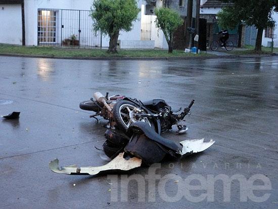 Motociclista herido en accidente con un auto