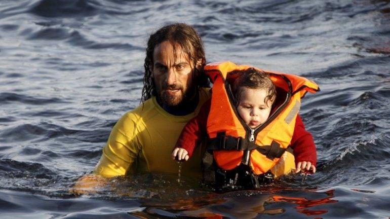 La foto del rescatista argentino que recorre el mundo