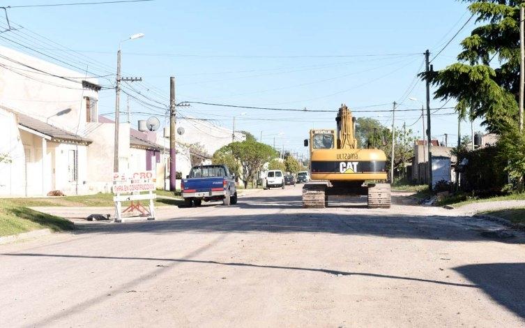 """""""Favaloro"""" y """"12 de Octubre"""" barrios que avanzan con la pavimentación"""
