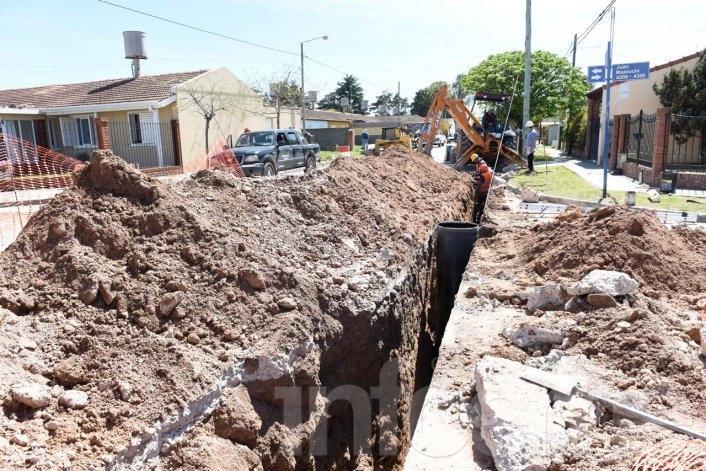 Avanzan los trabajos para la extensión de la red cloacal en el Barrio Bancario