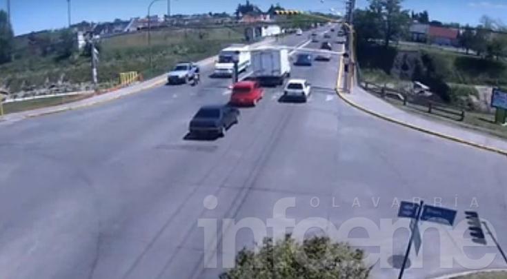 De no creer: camión térmico chocó el limitador de altura