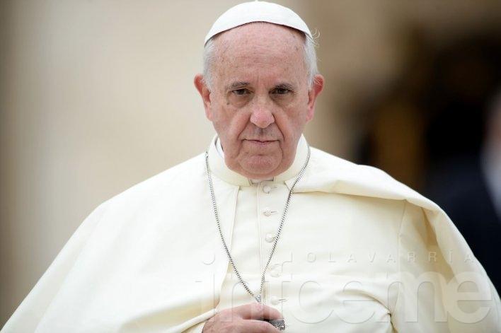 """Francisco cuestionó a familias que cuando comen """"están pegadas al celular"""""""