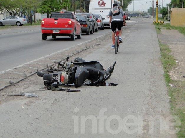 Motociclista herida en Av. Emiliozzi, el auto se dio a la fuga