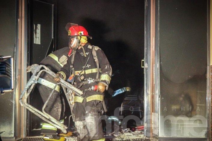 Se incendió una conocida casa de electrodomésticos del Microcentro