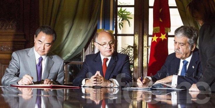 El Gobierno firmó con China millonarios acuerdos nucleares