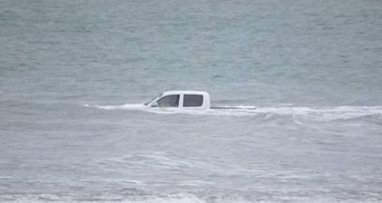 Se metió al mar con la 4x4: lo rescataron en estado de shock