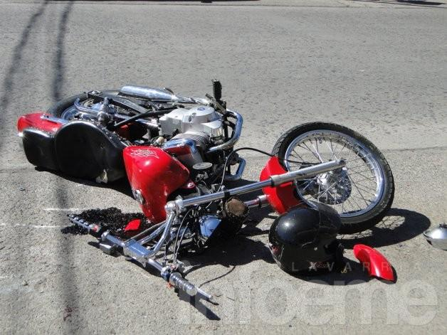Motociclista con heridas graves tras chocar con un auto