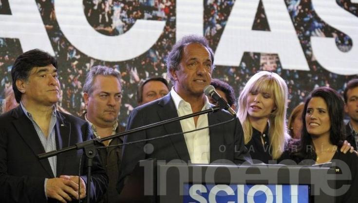"""Scioli: """"Saludo con todo mi afecto al pueblo que con la voluntad popular eligió al nuevo presidente:Mauricio Macri"""""""