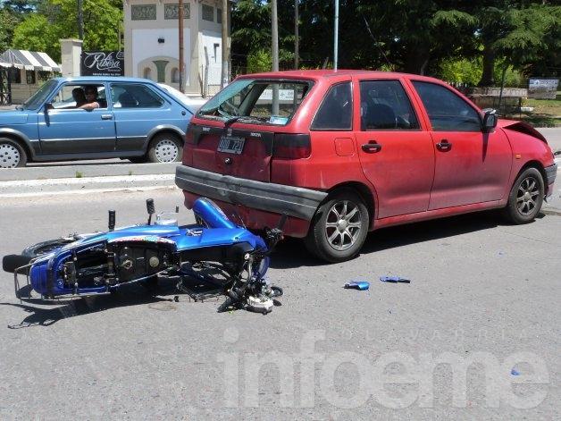 Fuerte choque frente a la entrada de Estudiantes: un joven herido