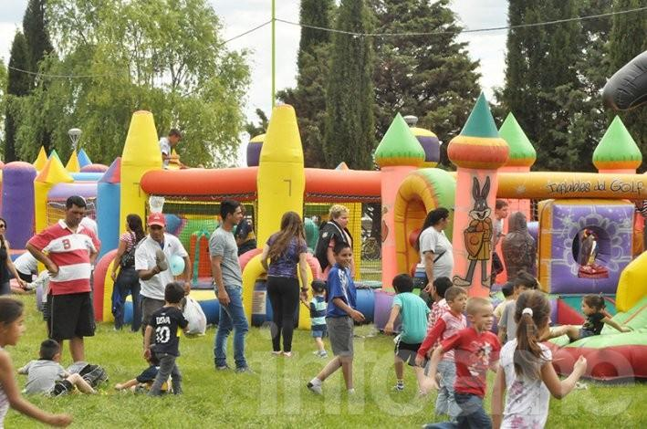 Lali Espósito mostró todo su encanto en una multitudinaria Fiesta Aniversario