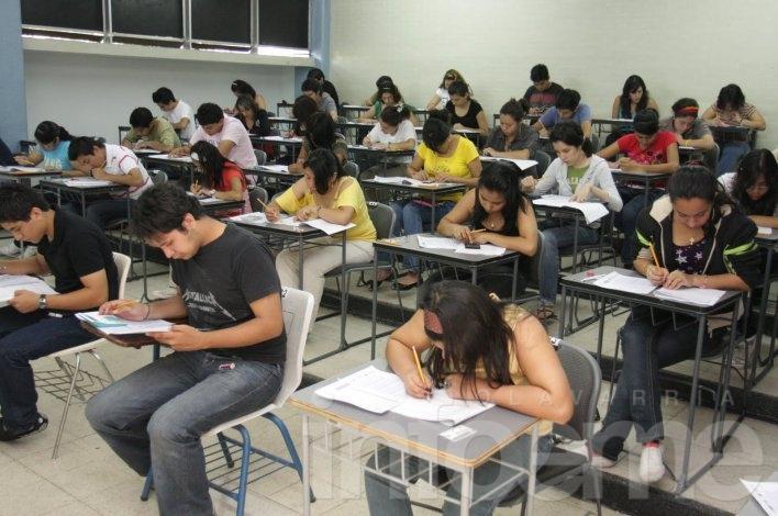 Casi un millón de jóvenes reciben ayuda para sus estudios
