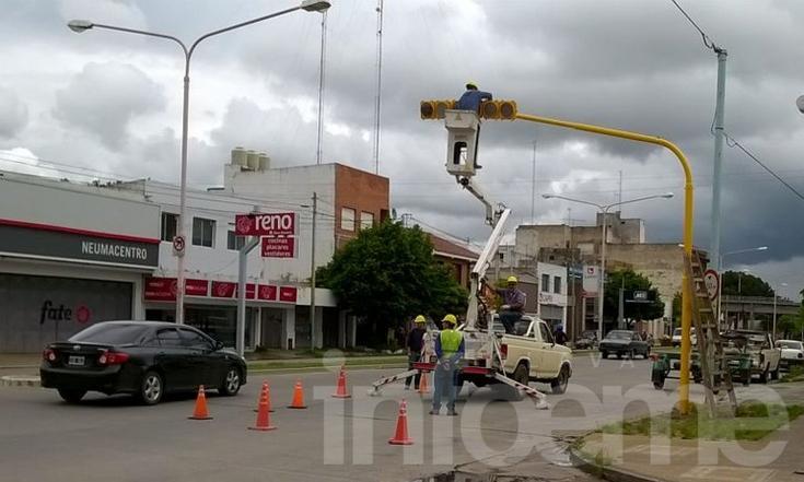 Giro a la izquierda: instalan semáforo en Pringles e Yrigoyen