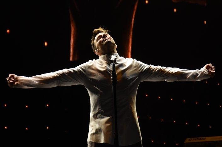 Ricky Martin le puso calor a una fría noche en Azul