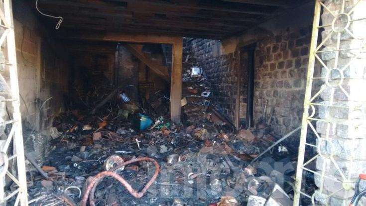 Voraz incendio en una chatarrería durante la madrugada