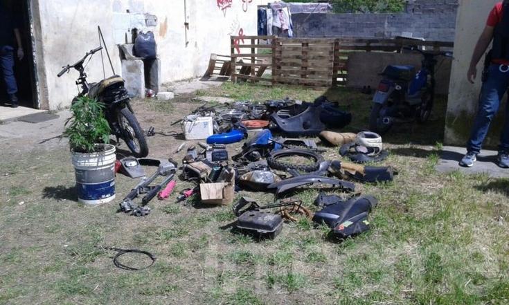 Moto y gran cantidad de repuestos secuestrados en allanamiento