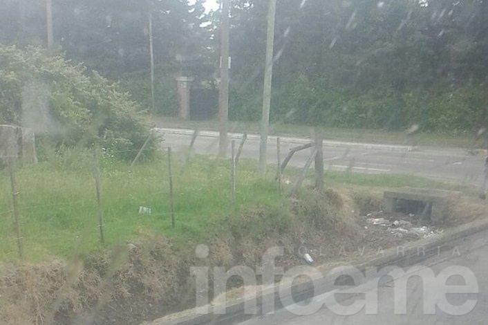 Vecinos reclaman por el arrojo de basura en desagües