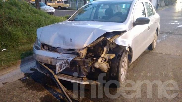Fuerte choque entre dos vehículos en avenida Sarmiento