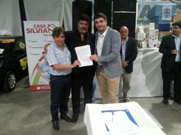 Se firmó el convenio colectivo durante la Fiesta de los Municipales