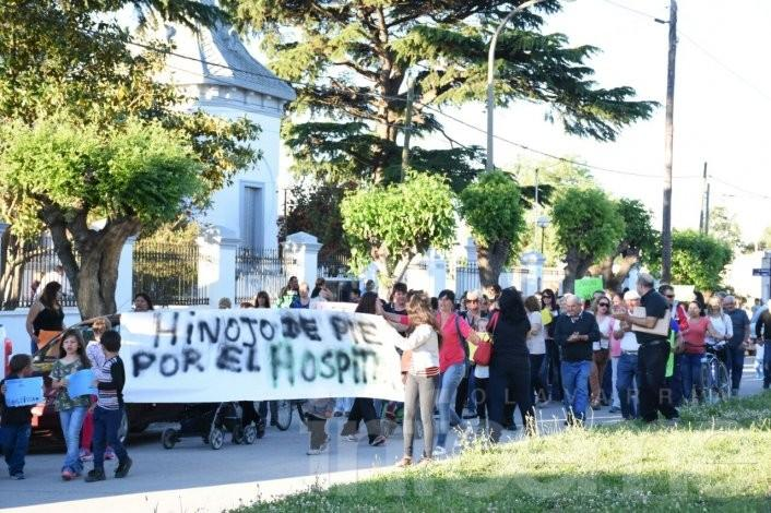 Vecinos de Hinojo se manifestaron por la falta de médicos en el Hospital