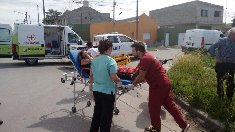 Accidente: joven motociclista fue hospitalizada con heridas
