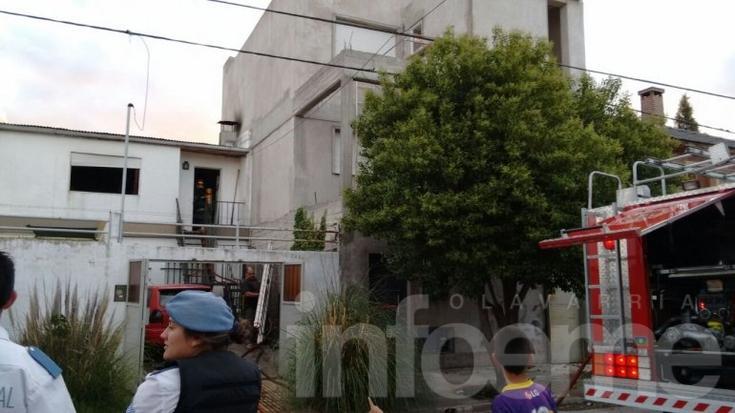 Bomberos trabajaron en el incendio de una vivienda
