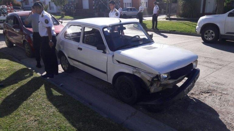 Dos autos chocaron en Colonia Hinojo