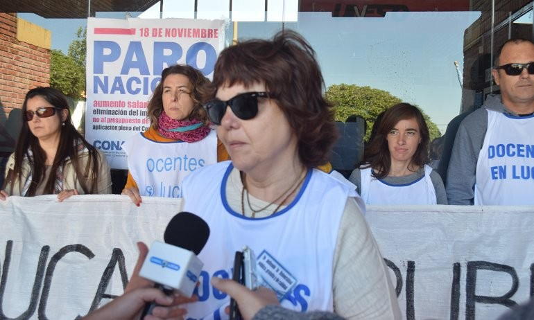 Abrazo y marcha por la educación pública en el campus de la UNICEN