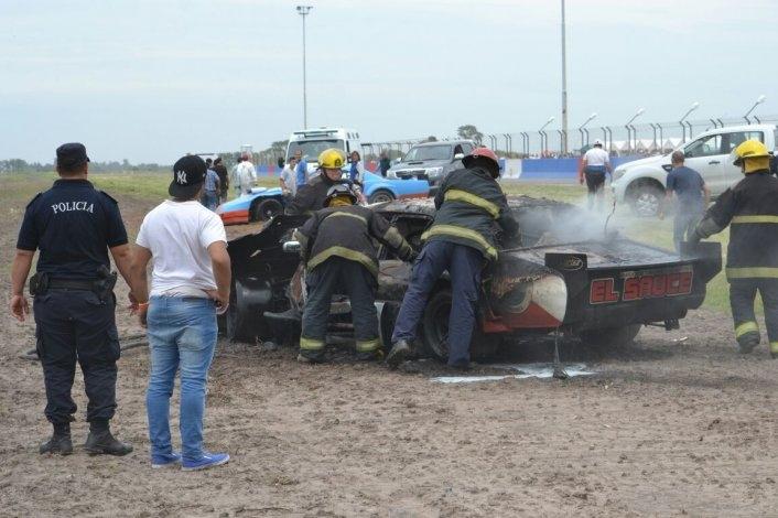 Espectacular incendio en el Autódromo: piloto olavarriense sufrió diversas heridas