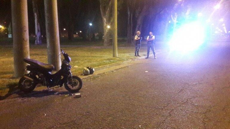 Dos heridos al caer de una moto, uno con lesiones de gravedad