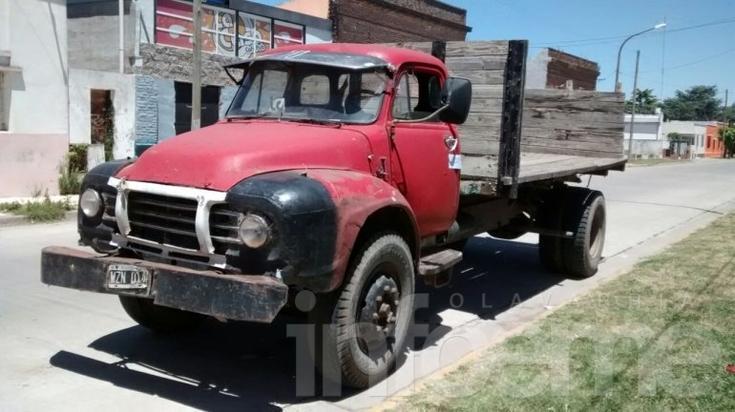 Hallan abandonado un camión en la ruta 226