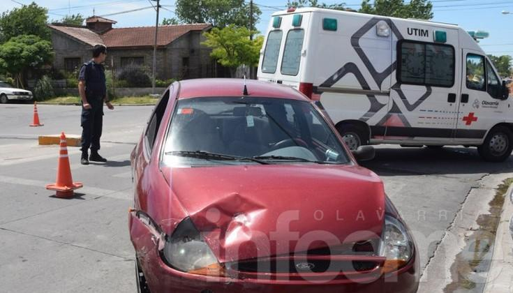 Violento choque entre dos autos: vecinos reclaman un semáforo