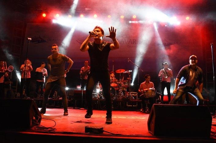 Miles de personas bailaron al ritmo de Banda XXI en la fiesta Aniversario de Olavarría