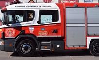 Bomberos asistió incendio de habitación y de automóvil