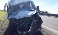 Olavarriense chocó con su combi a un acoplado y resultó herido