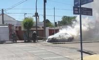 Incendio en un auto causó importantes pérdidas