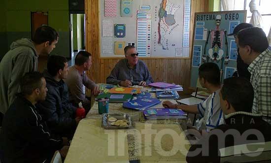 El ex director de la Biblioteca de Braille visitó la unidad 2