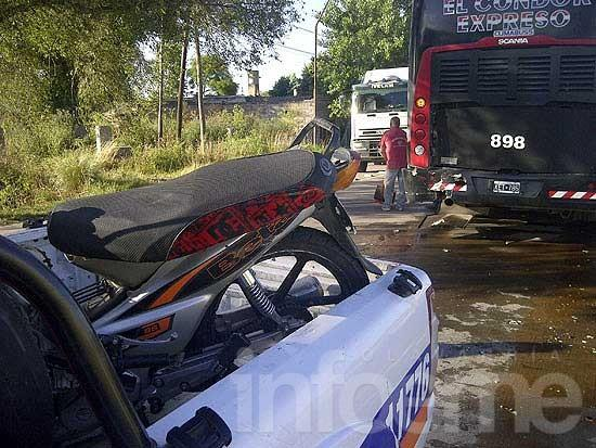 Doble accidente, caos vehicular y media ciudad a oscuras
