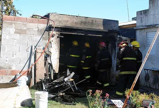Incendio provocó pérdidas totales en un garage