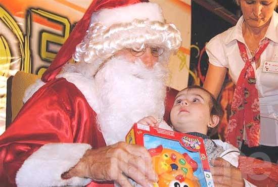 La magia de Papá Noel llega a Colonia Hinojo