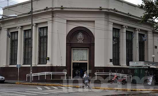 Los bancos no abrirán el 24 y el 31