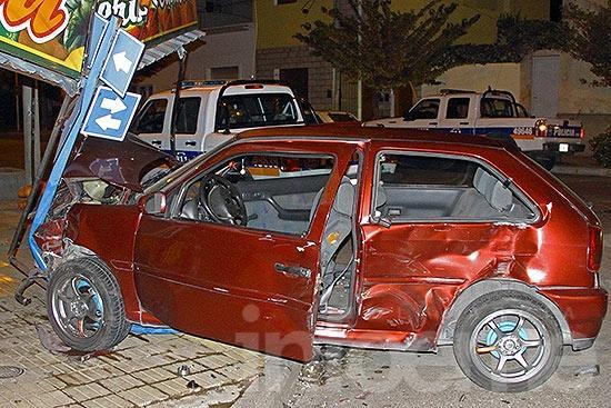 Cuatro heridos por un violento choque entre dos autos