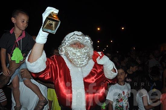Papá Noel adelantó su llegada y visitó Colonia Hinojo