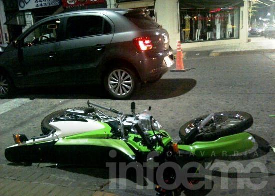 Una pareja con lesiones tras chocar una moto y un auto